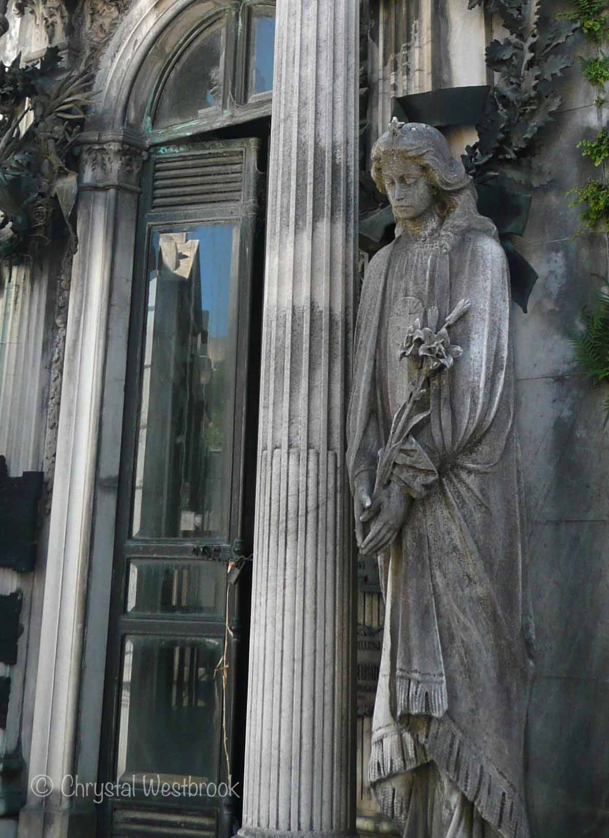 [IMAGE] Statue of angel in mourning