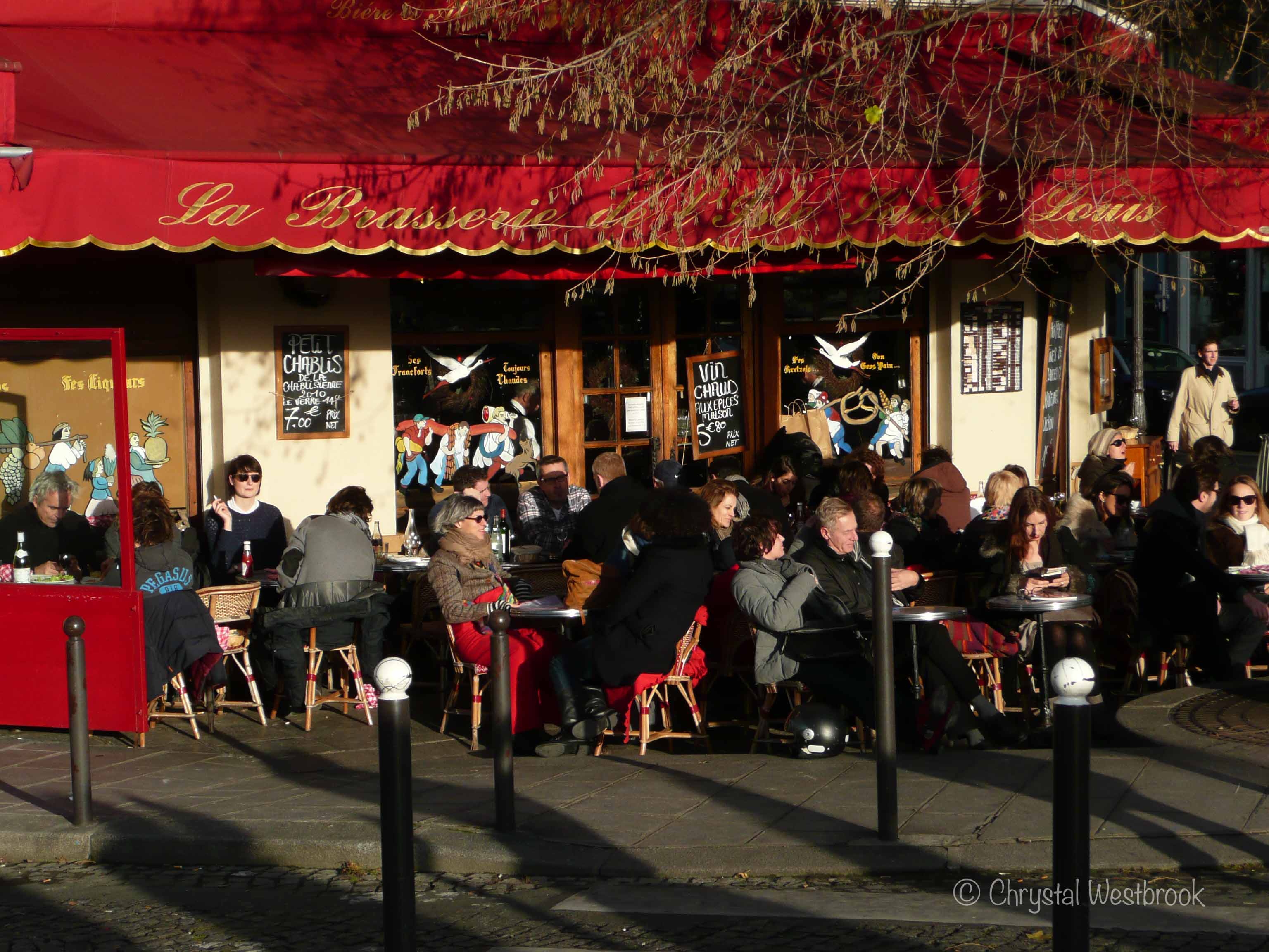 [IMAGE] Sidewalk cafe in Paris