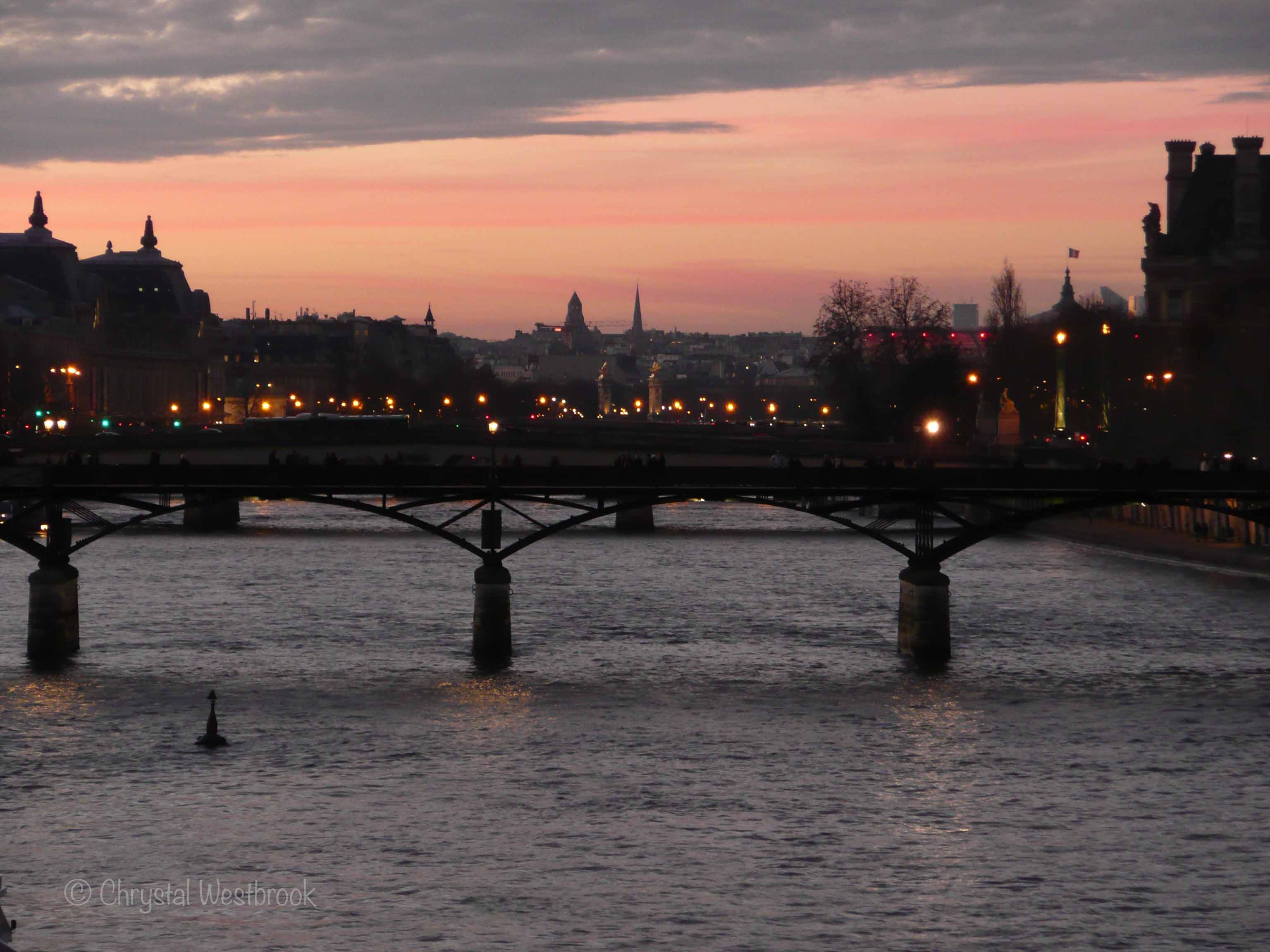 [IMAGE] Paris bridges at dusk